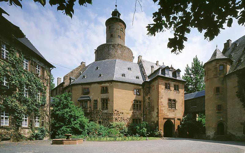 Galerie-Schloss-Anfahrt
